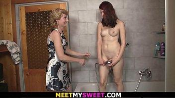video bathroom whaching sex Video xxx viet nam 2015