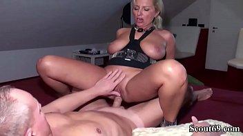 bi deutsche frau sex gezwungen zum Dorota analnie anal