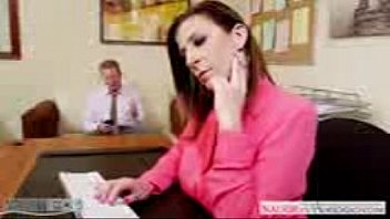 lesbian office by interview boss Video porno gratis joven pierde virginidad