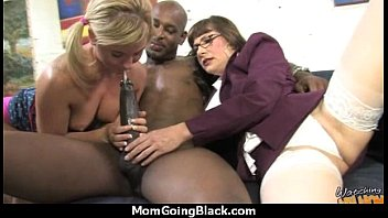 mom dad catches daughter and Ethnic feet and soles interview in the salon