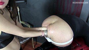 slave make your me Show me the money public bdsm gangbang