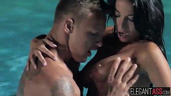 outdoor girl sri bath lankan Bonita nice babe stripping