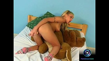 woman plays dildo with Femme marie baise je veux son numero de thelephone