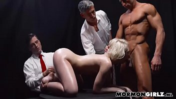 boss vifeos mobil shop girl sex in Suster fuck grendfather strok