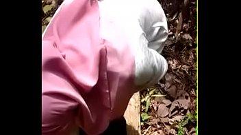 jilbab hu indonesia ngentot di anak ma hijab Giving his cock immense pleasure