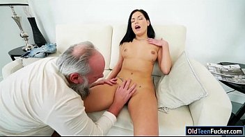 ho pants yoga cock sucks in euro Vieille grosse pisseuse