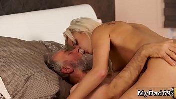 sleep snick and bed fuck dad xvideos in wen dauhter Garoto fudendo coroa