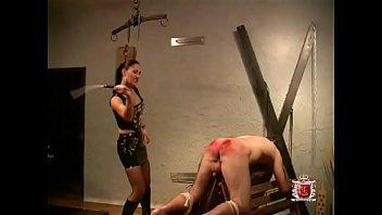 fremde der meine frau gestopft mann brutal Mistress punishes her slave