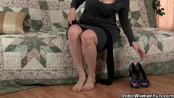 gives pantyhose mom in handjob2 best 6 inch cok fucking sqiurting girl